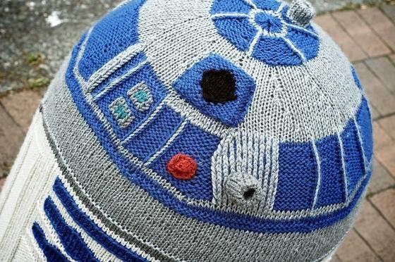 R2d2 Yarn Bomb By Sarah Rudder Nerd Crafting