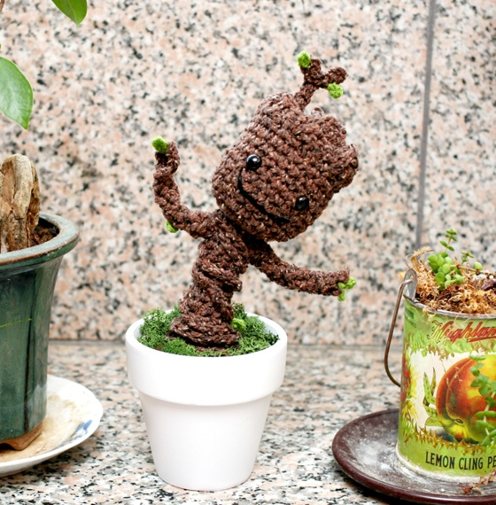 DIY – crochet Baby Groot – lipgloss and palmtrees | 570x560